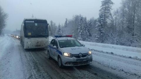 Автобус с детьми застрял на трассе между Хвалынском и Вольском