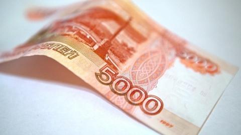 Девочка на снегу нашла 5000 рублей и отнесла их в банк