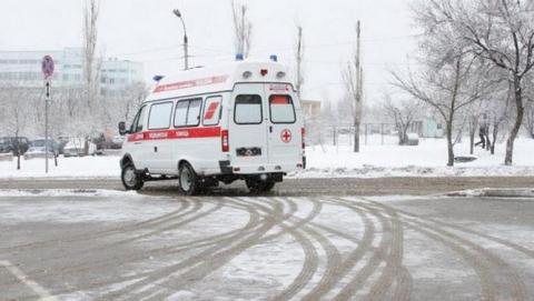 Машины «скорой помощи» застревают в снегу на улицах Саратова