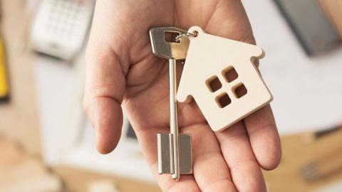 Женщина лишилась трехкомнатной квартиры из-за долгов