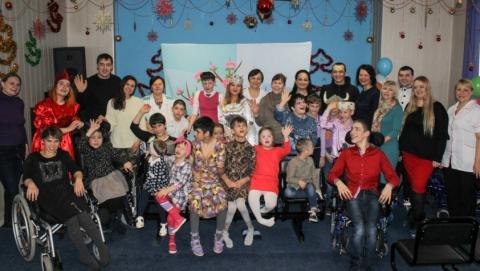Энергетики поздравили с Новым годом 200 подопечных из детских домов Саратовской области