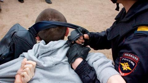 Задавивший двух полицейских наркоторговец признан психически ненормальным
