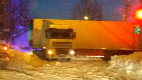 Фура заблокировала министерство транспорта Саратовской области