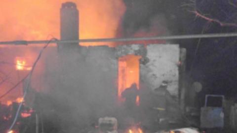 Ночью сгорели два дома, баня и сарай