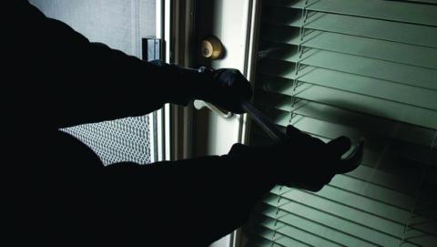 В предновогоднюю ночь взломали салон сотовой связи