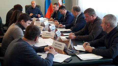 Валерий Радаев потребовал к утру обеспечить работу транспорта и проезд к школам