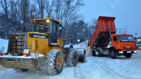 В Саратове половина снегоуборочной техники снега устарела, а половина не работает