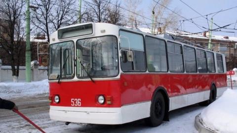 Троллейбус №4 сократил маршрут из-за нечищенной дороги