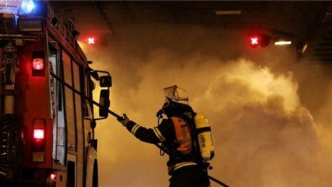 В Энгельсе с пожара эвакуировали троих детей и четырех взрослых