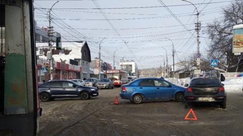 Заблокирован путь трамвая № 11