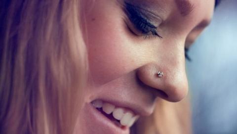 Пирсинг в носу несовершеннолетней обошелся салону красоты в четыре тысячи