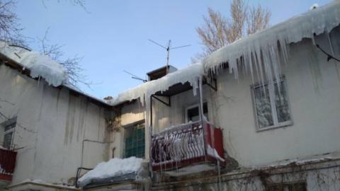 Жилинспекция: в Саратове от снега и сосулек расчищены не все дворы