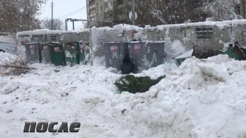 В Саратове за сутки расчищено от снега более 30 контейнерных площадок