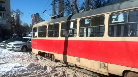 Массовый выезд автохамов на трамвайные пути сняли на видео