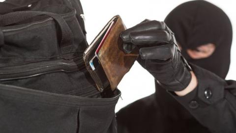 У саратовца из квартиры украли карту и сняли с нее 70 тысяч
