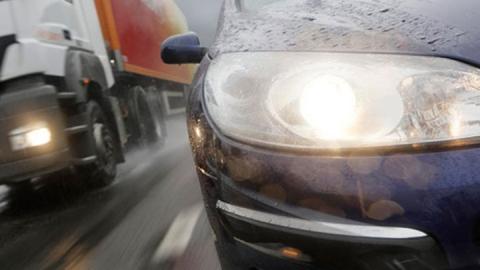 В аварии с пикапом и мини-грузовиком ранены четыре человека