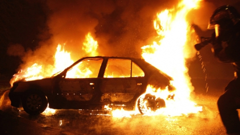 В Балашове автомобиль сгорел вместе с гаражом, сауной и подсобкой