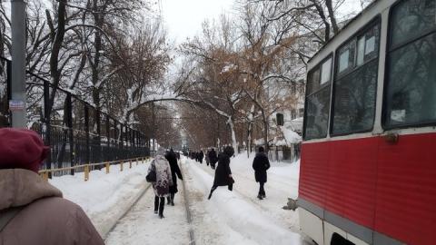 В Саратове почти два часа стояли трамваи третьего маршрута