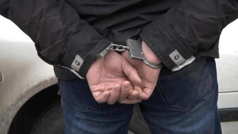 Росгвардейцы устроили переговоры с пойманным на краже кровли парнем