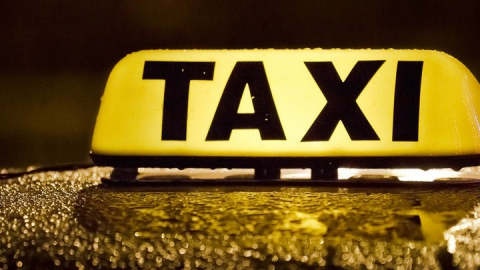 Пьяную обокрали в такси после новогоднего корпоратива