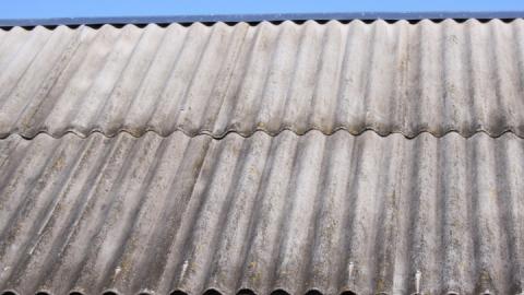 Названы сроки восстановления просевшей крыши школы