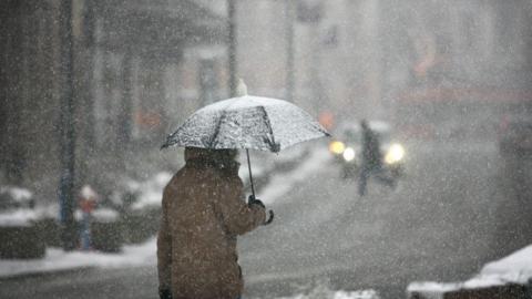 Спасатели предупредили о метели, снегопаде и заносах на дорогах