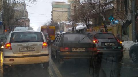 """Жук"" и ""четырнадцатая"" перекрыли улицу Чапаева"