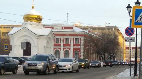 У администрации Саратова столкнулись две машины с красивыми номерами