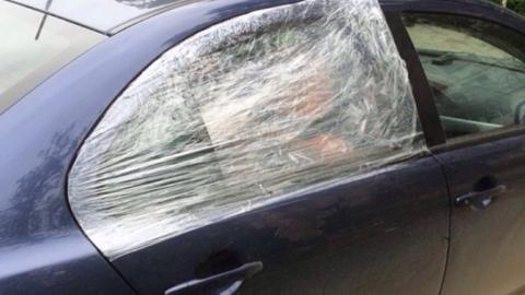 Профессиональный вор залез в машину преподавателя