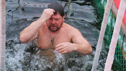 В крещенские купели окунулись более 25 тысяч жителей Саратовской области