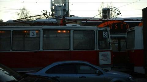 Стоят два трамвайных маршрута