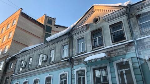 Школы и поликлиники завалены снегом и сосульками