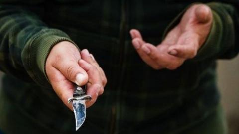 Консультанта магазина подозревают в нападении с ножом на женщину-администратора