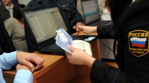 Каждому третьему саратовскому должнику запрещен выезд из страны