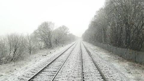 Из-за снежных заносов в Саратовской области задержаны электрички и поезда