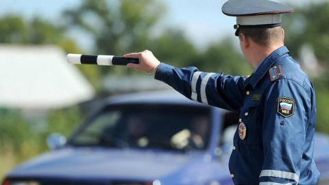 Инспектора ГИБДД обвиняют в получении взятки от жителя Алтая