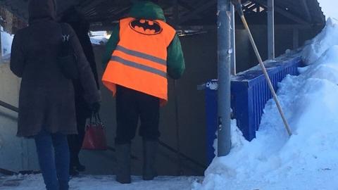 В Саратове появился Бэтмен-дворник