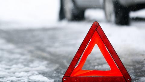 Выехавший на встречную полосу водитель насмерть разбился в аварии