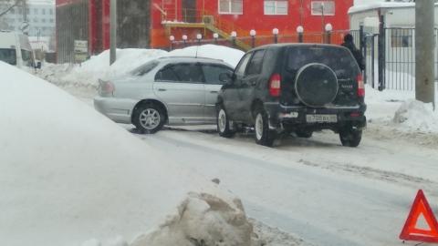 Тройная авария заблокировала улицу Орджоникидзе