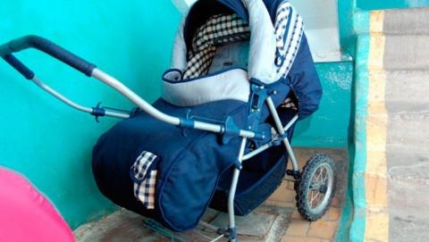 Саратовца уличили в краже детской коляски из подъезда