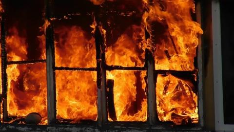 В огне погиб человек