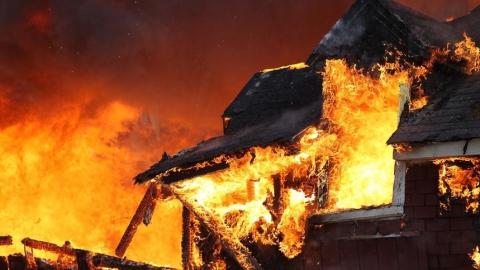 Частный дом тушили семеро пожарных