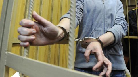 Безработного пьяницу обвиняют в том, что он до смерти забил мать