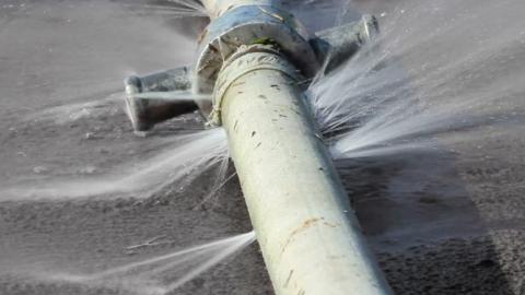 Прорыв водопровода на Новоузенской устранен