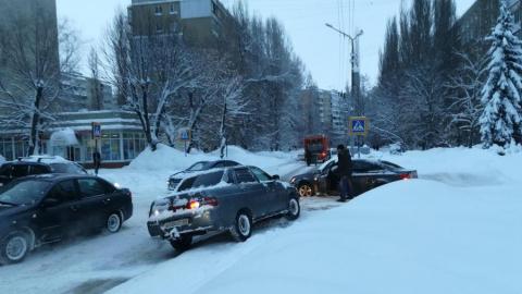 """В снегу застрял полицейский """"Рено"""""""