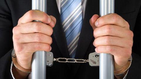 Саратовца арестовали на трое суток за тонировку