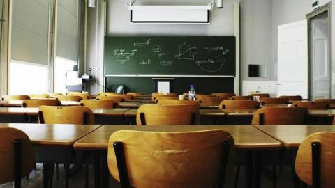 Школьники семи районов остались дома из-за погоды на дорогах