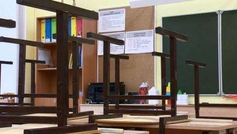 Школы и детсады, классы и группы закрывают на карантин