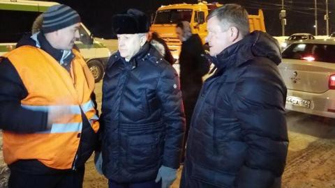 Ночью на расчистку дорог Саратова вышло 240 единиц спецтехники вместо 300