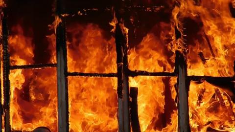 С пожара эвакуировали ребенка и пятерых взрослых
